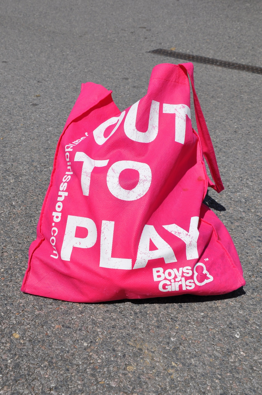 boys_girls_out_to_play_bag