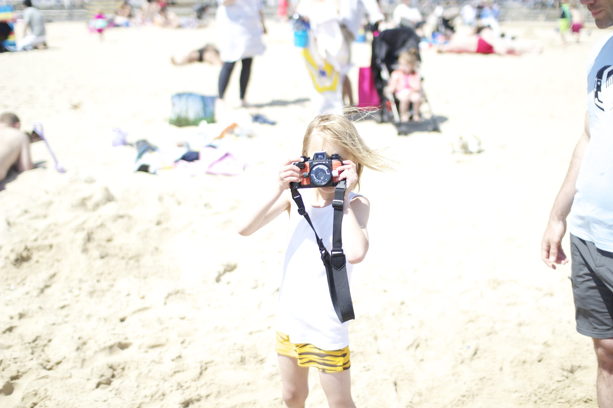 Mini_Rodini_tiger_shorts_swim_camera_beach