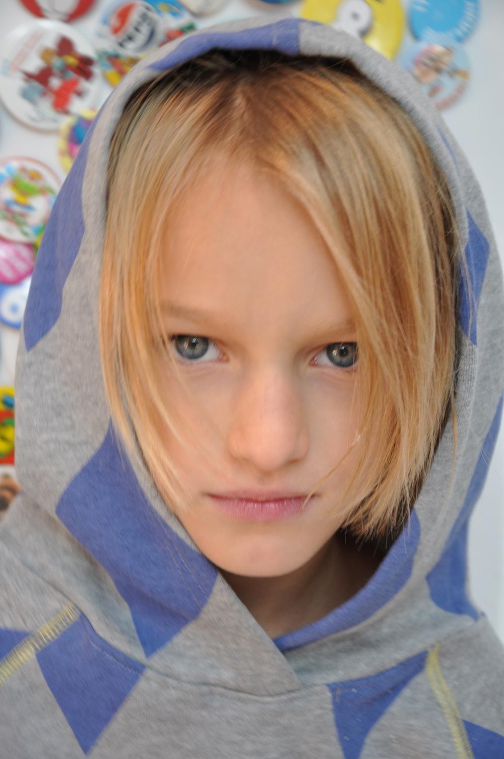 close_up_diamond_hoodie_boys_girls_organic