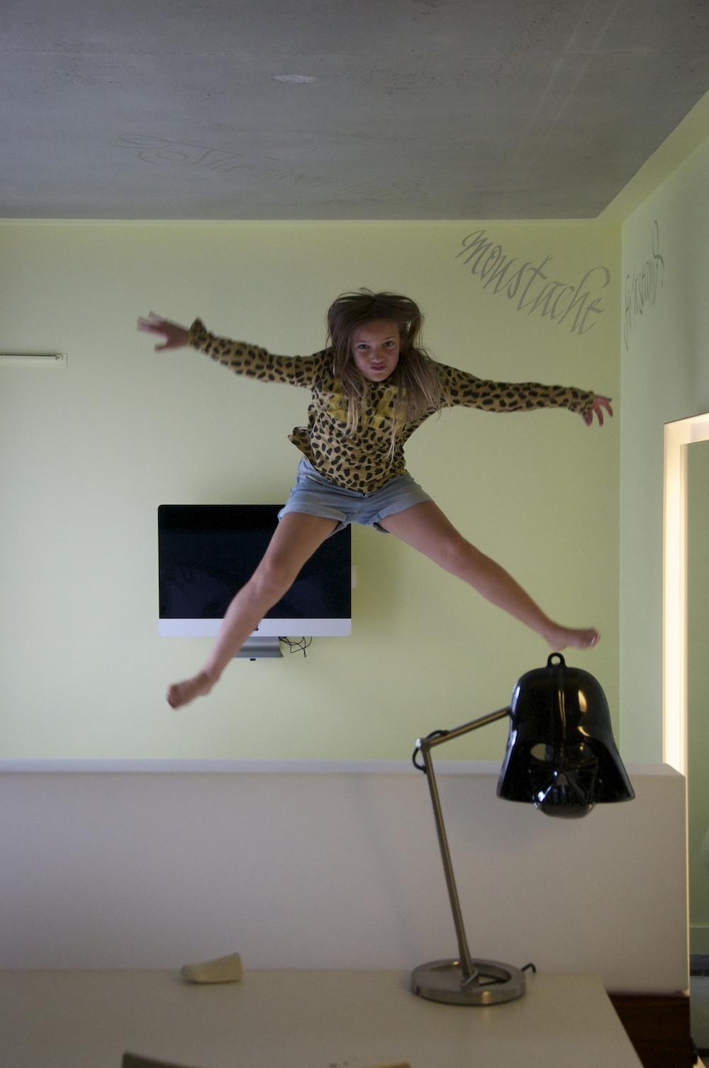 Iz-jumping_mama_shelter