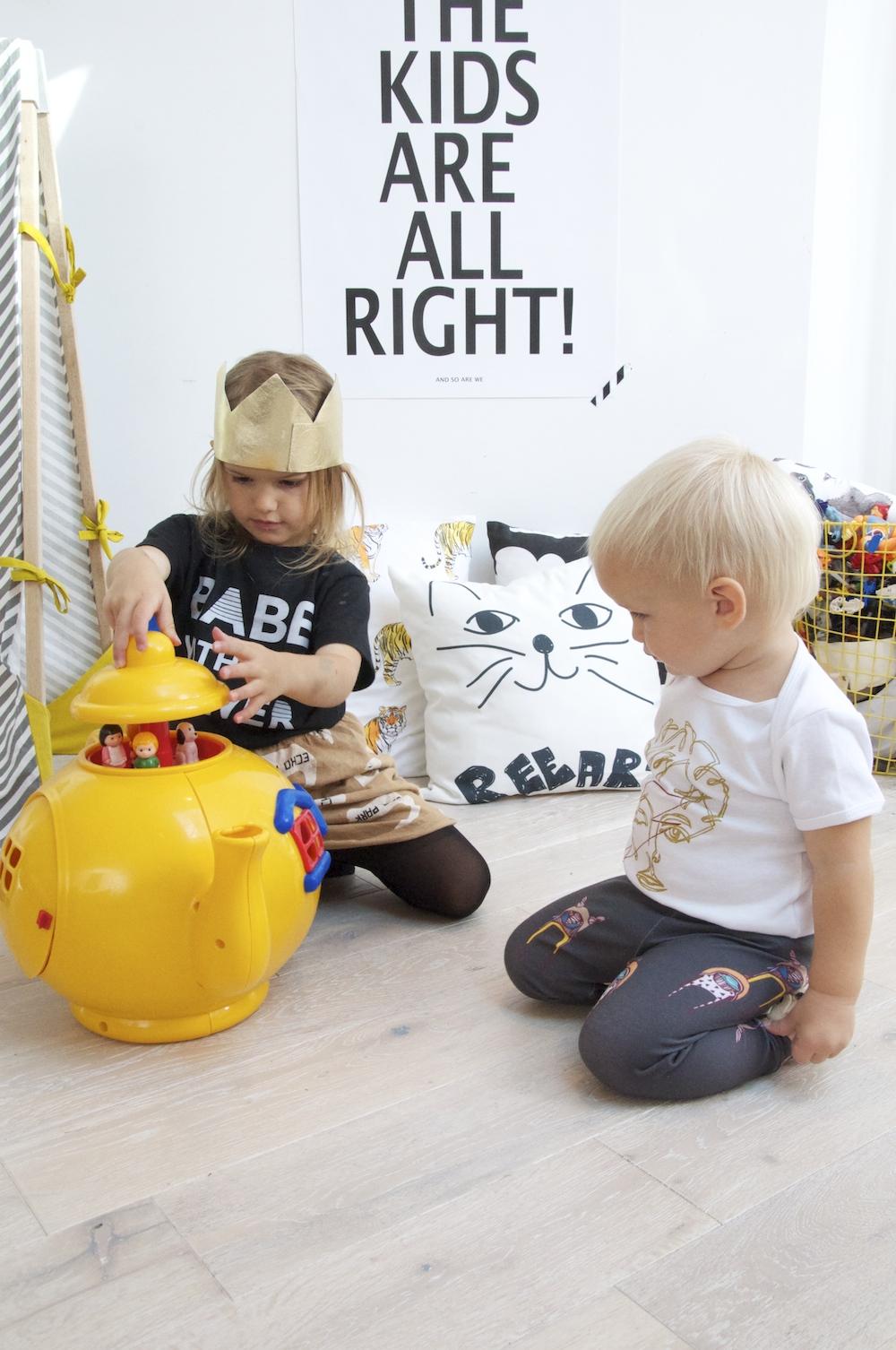 Big_yellow_teapot_kitty_raffy