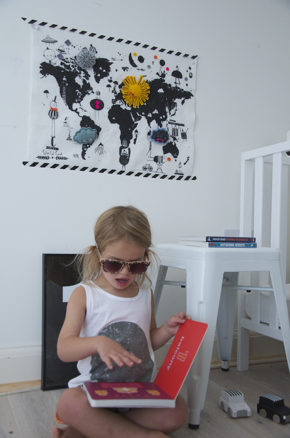 Kitty_reading_children_tribe