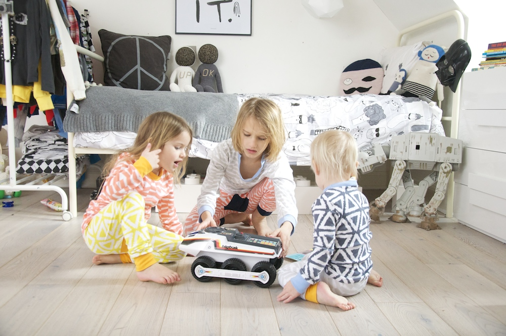 THe_bright_company_ss15_kids_pyjamas