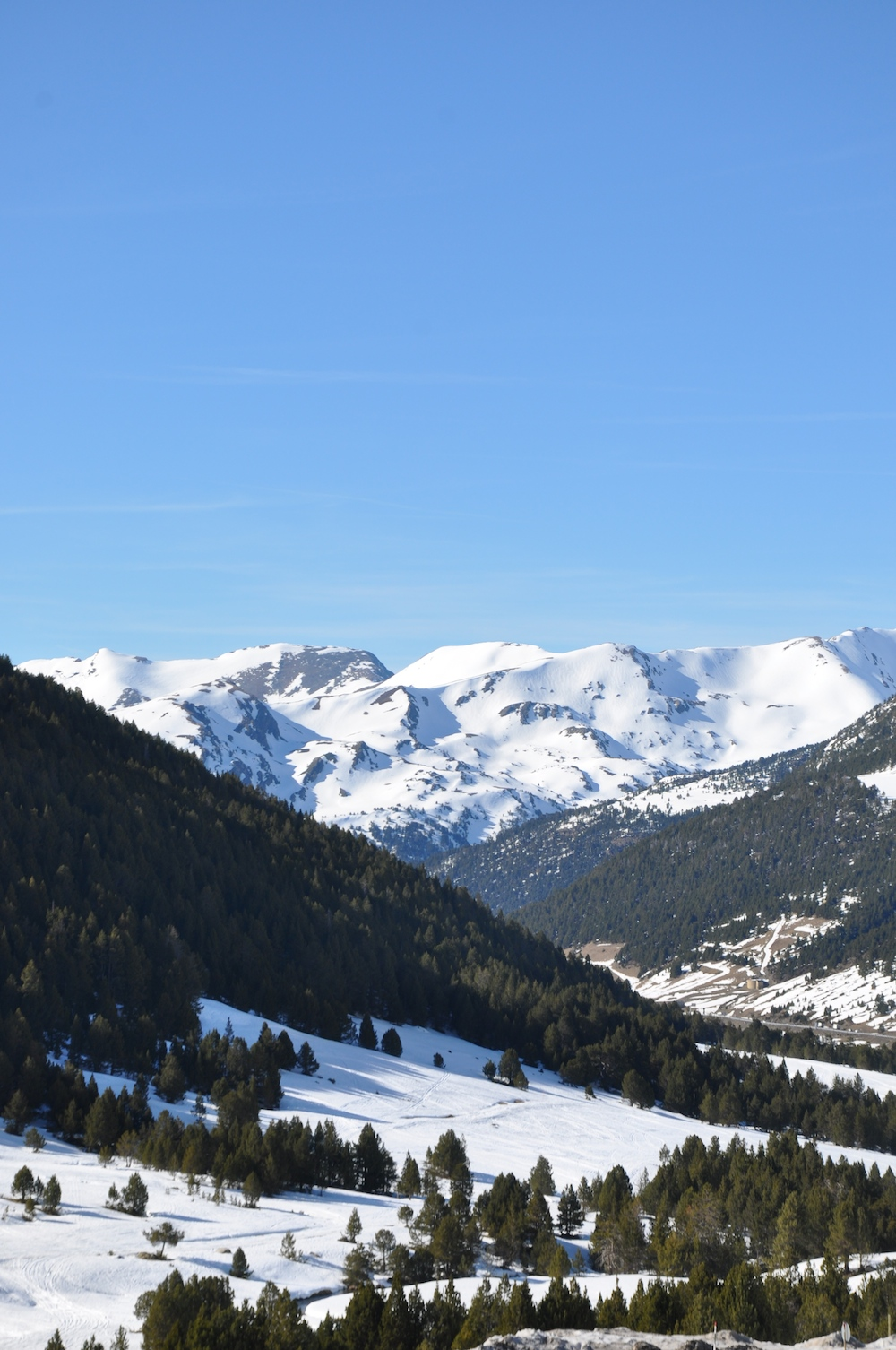 Andorra_grau_roig_snow_mountains