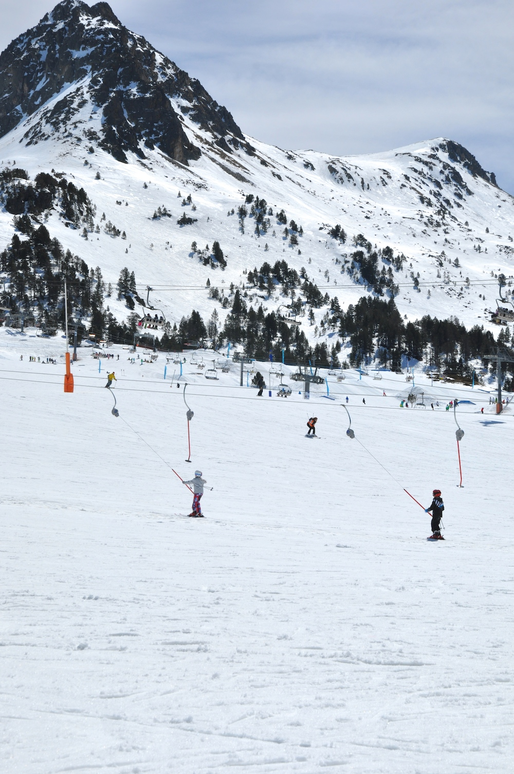 andorra_kids_ski_grau_roig_button_lift