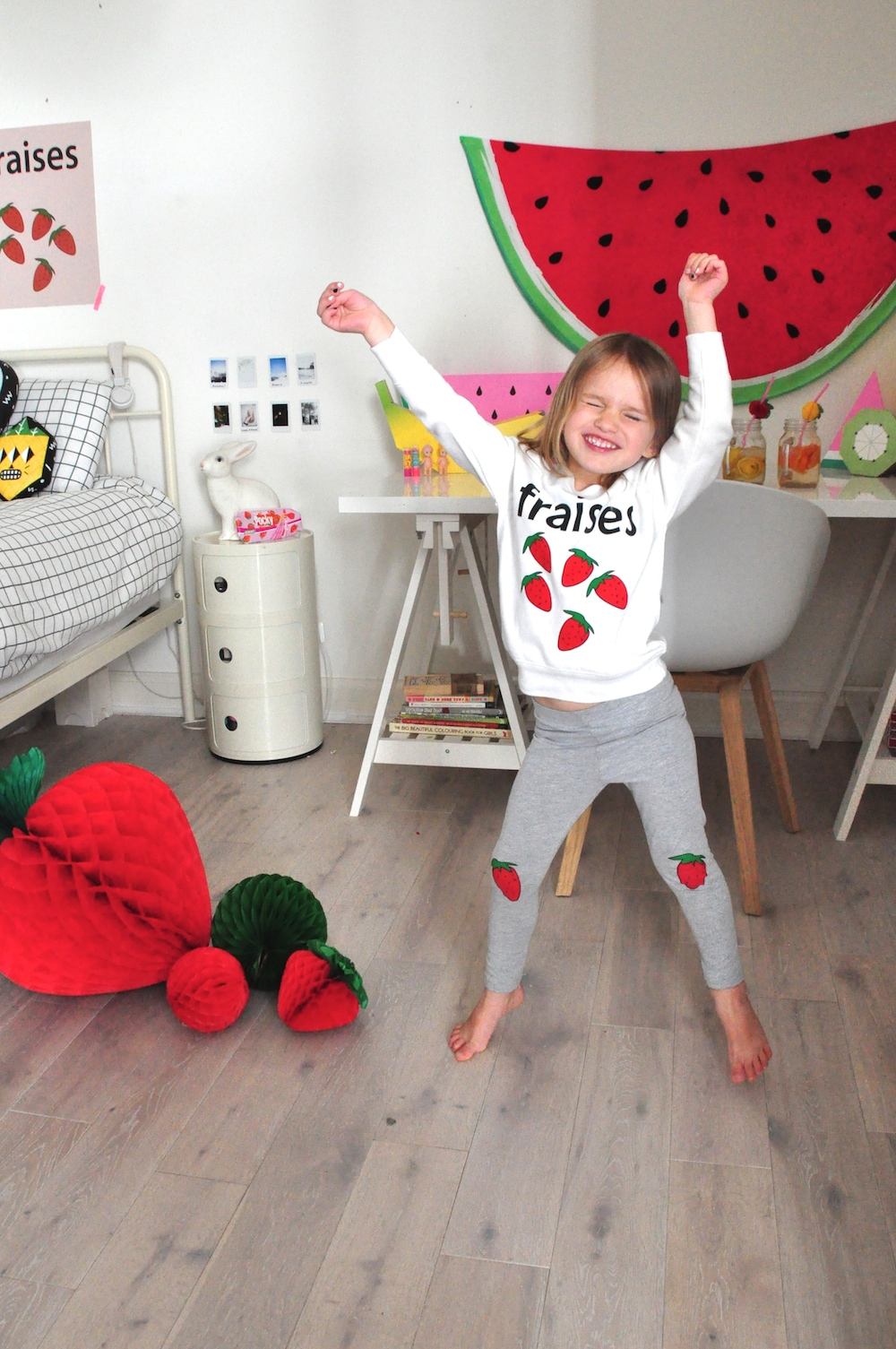 Hugo_loves_tiki_strawberry_kids_room