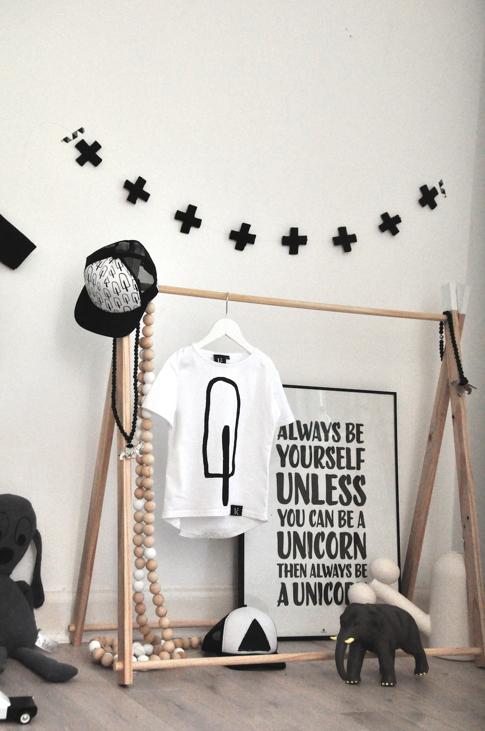 Peachy_baby_kindish_tshirt_unicorn_poster_cap
