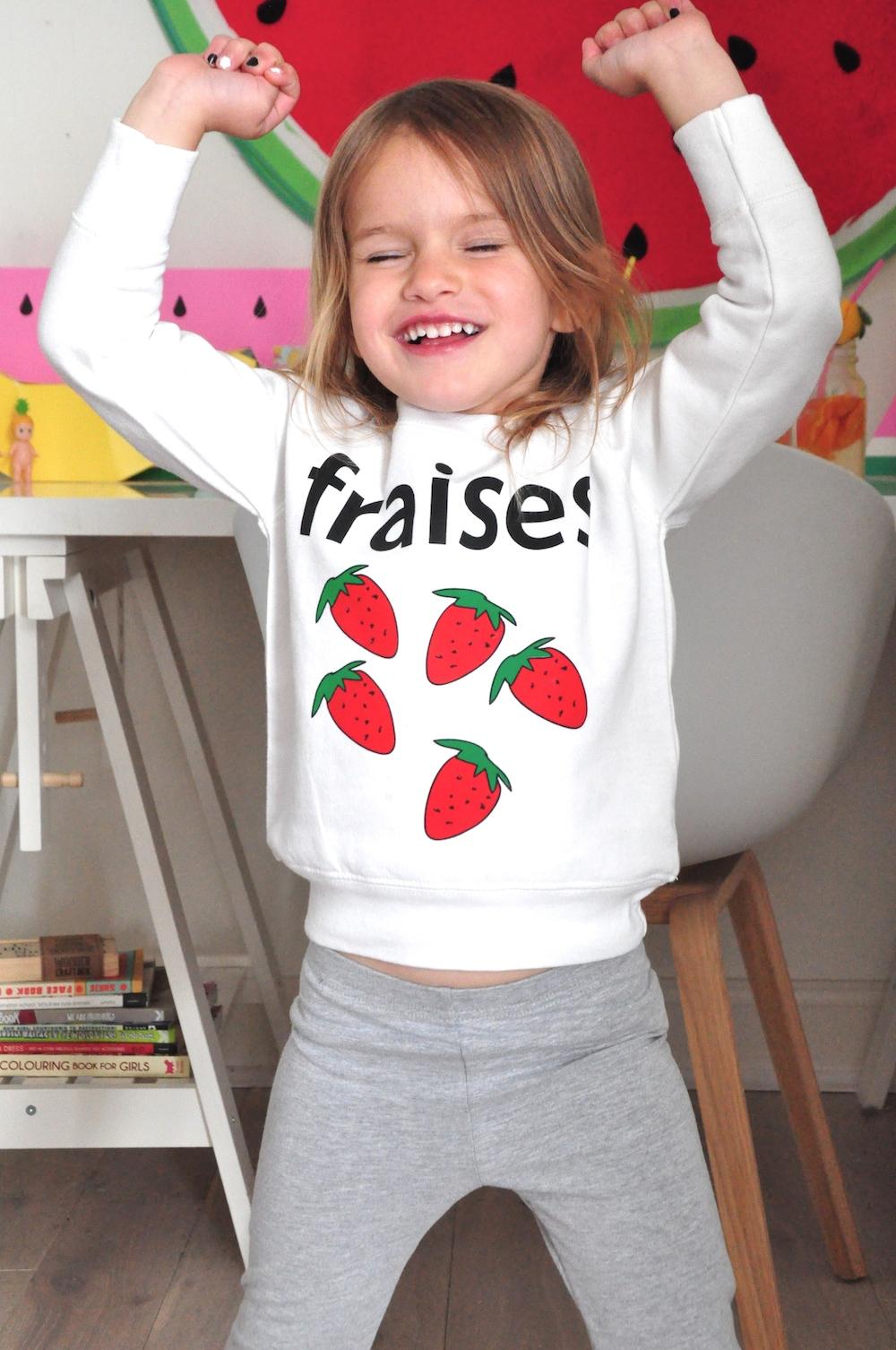 hugo_loves_tiki_fraises_sweatshirt