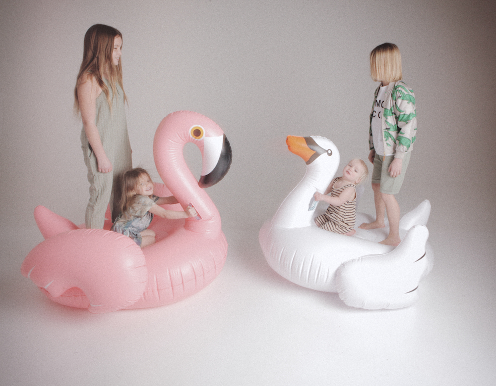Cissy_wears_giant_pool_swan_flamingo