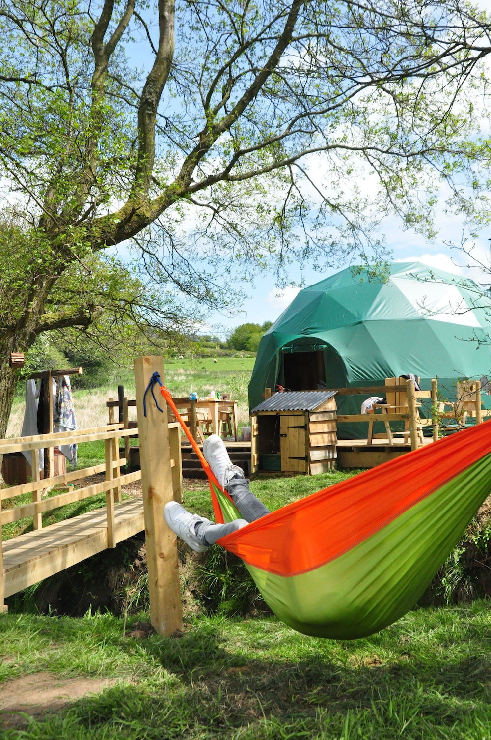 Cosy_under_canvas_glamping_hammock
