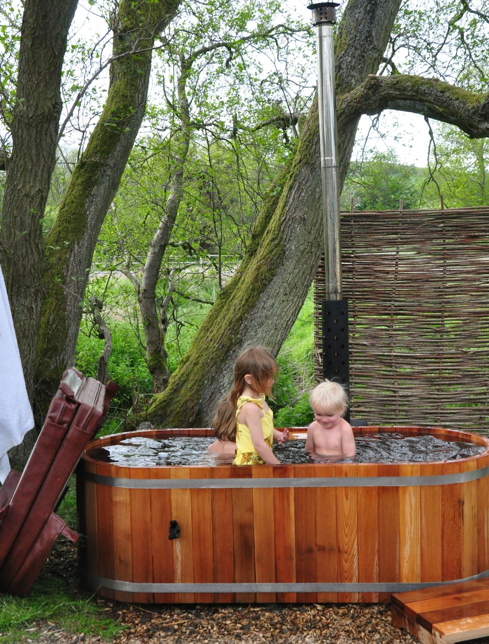 Cosy_under_canvas_glamping_wood_tub
