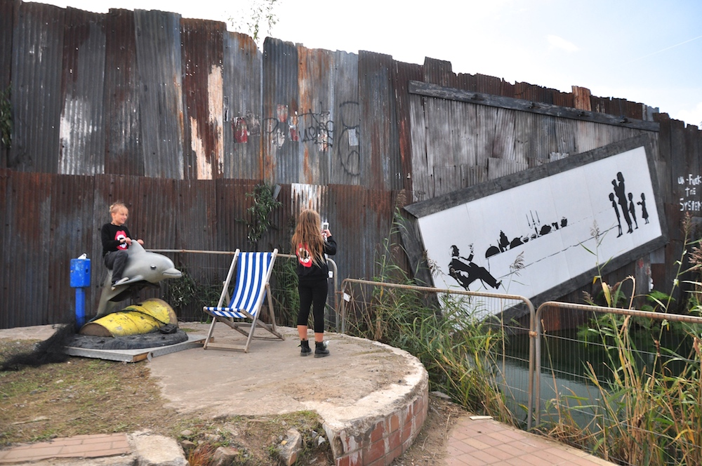 Dismaland_banksy__beau_loves_monkey_mccoy+the_dark