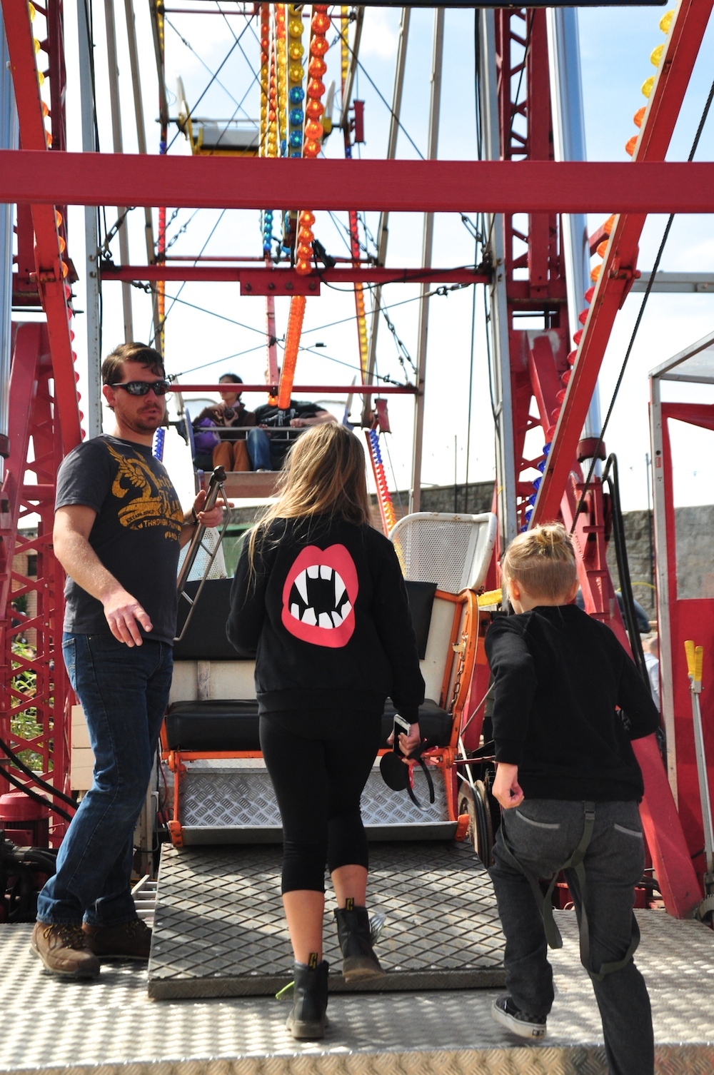 Dismaland_banksy__beau_loves_monkey_mccoy_ferris_wheel