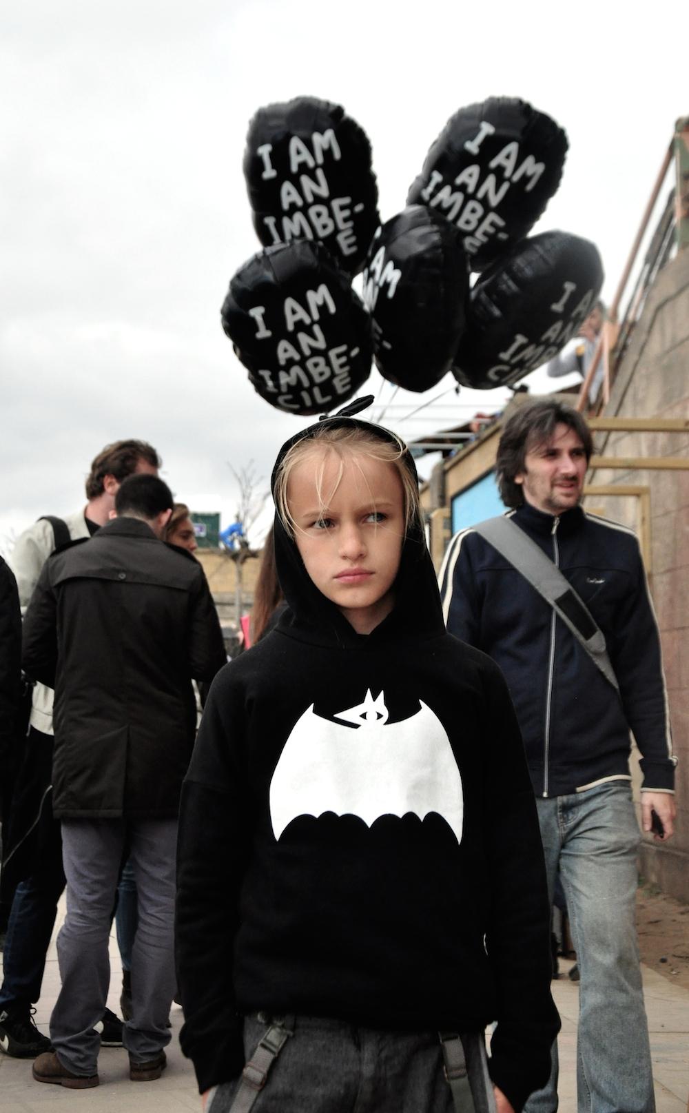 Dismaland_banksy__beau_loves_monkey_mccoy_i_am_an_imbecile_balloon