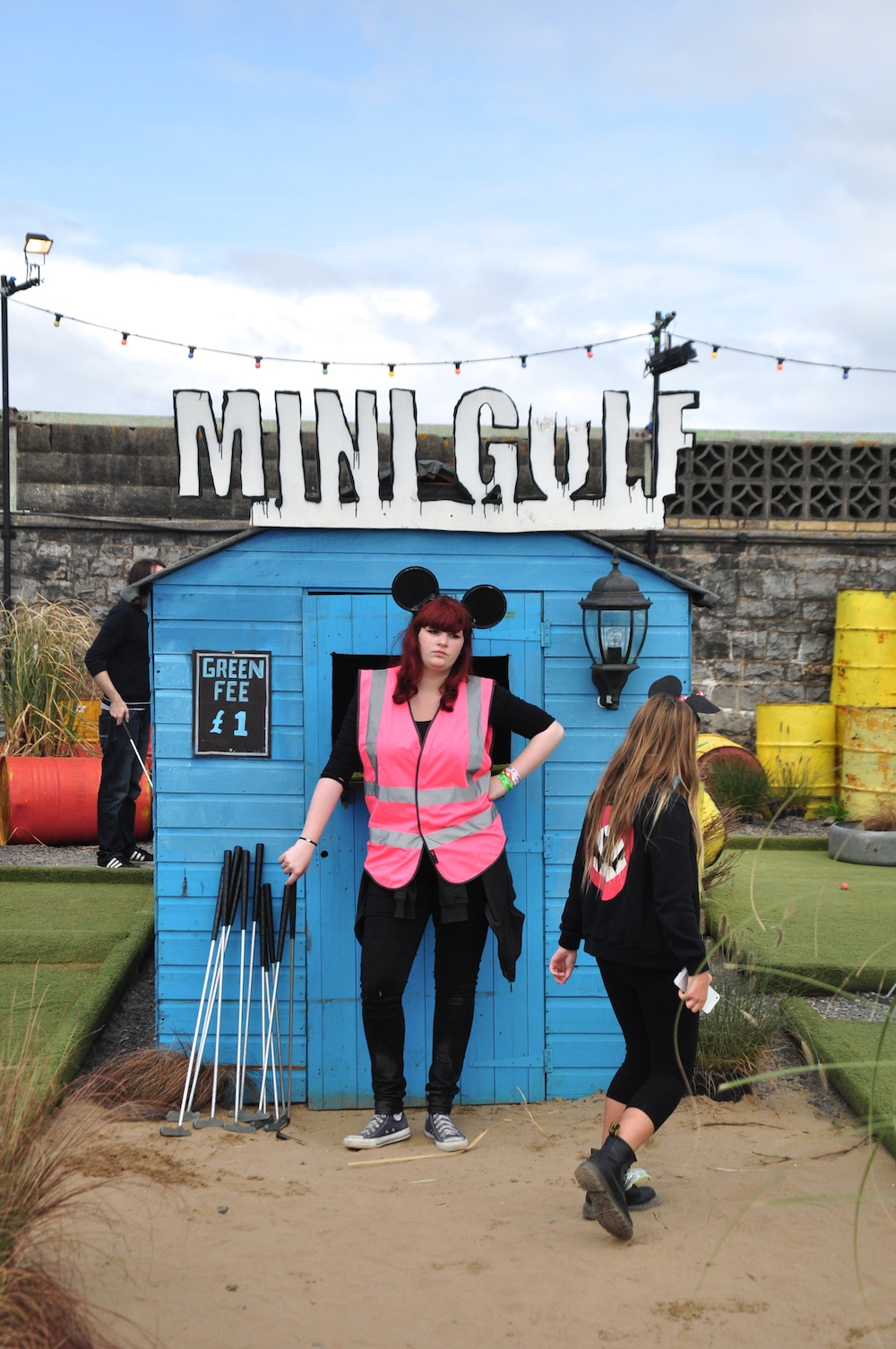 Dismaland_banksy__beau_loves_monkey_mccoy_mini_gulf