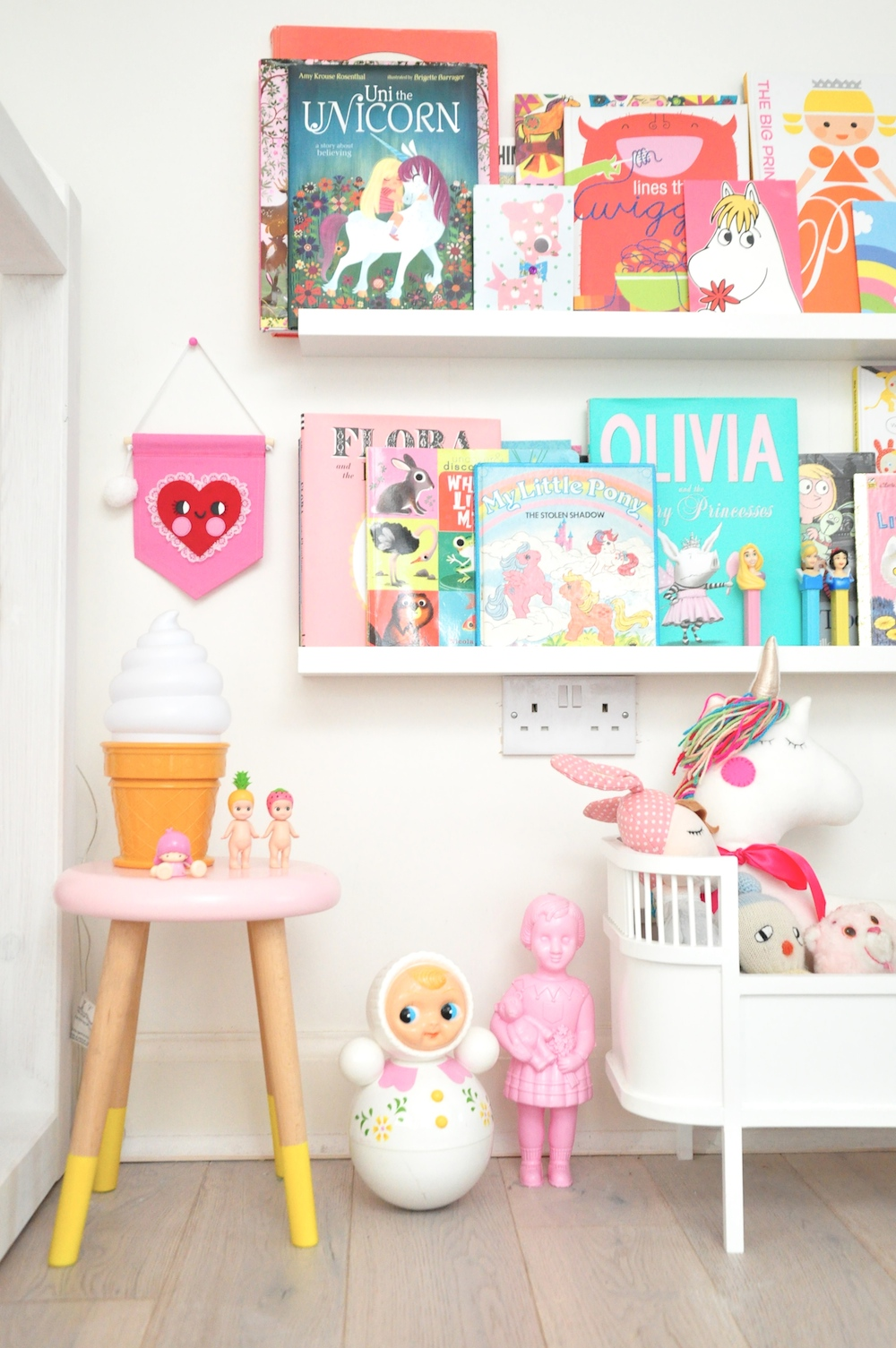 Girls_room_noodle_doll_nelly_banner_heart