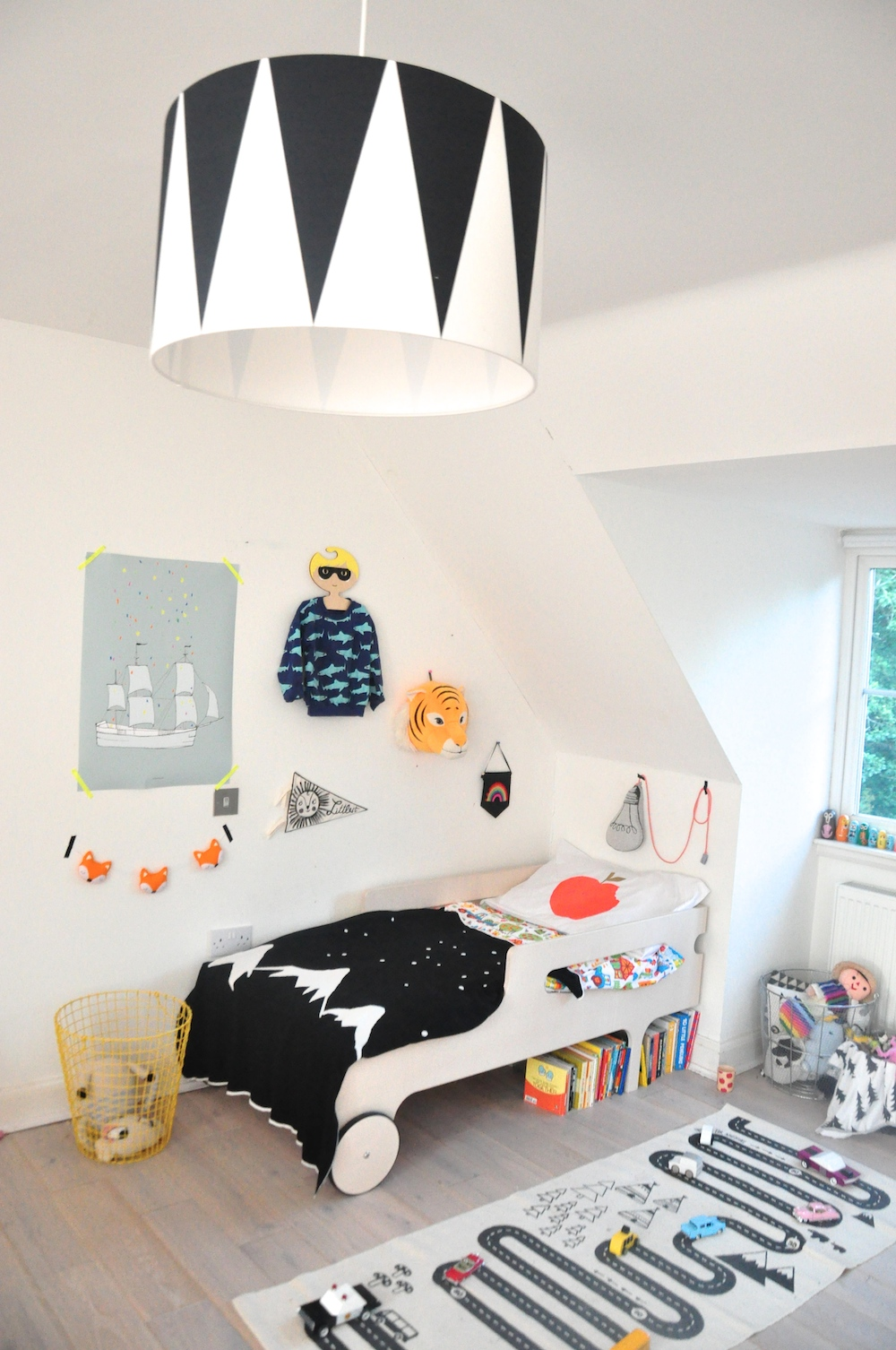 I_love_frankie_lightshade_kids_room_pax_hart