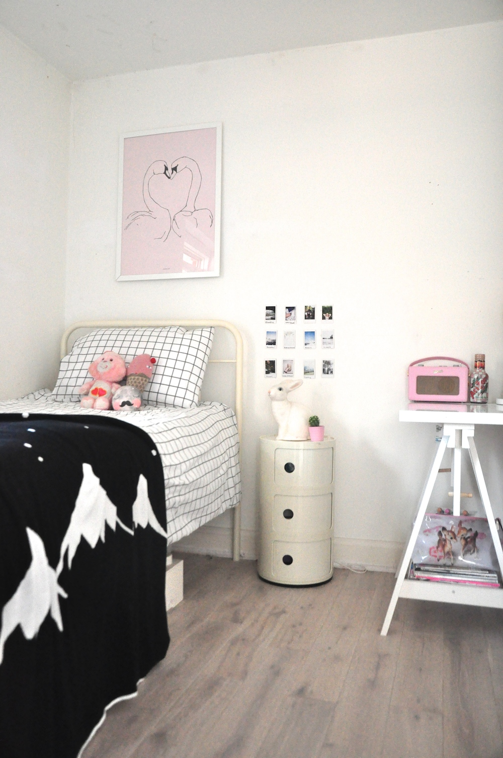 kids_bedroom_mountains_blanket_whitefoxco_pax_hart_swans