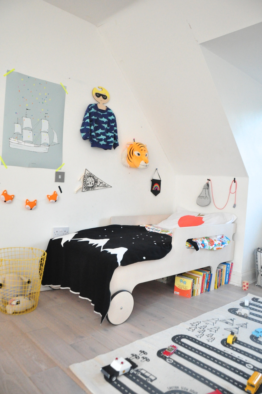 kids_room_+rafa_bed_pax_hart_white_fox_I_Love_frankie