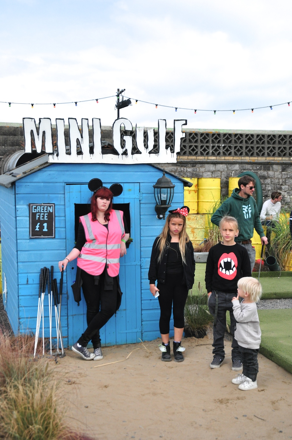 mini_gulf_Dismaland_banksy__beau_loves_monkey_mccoy