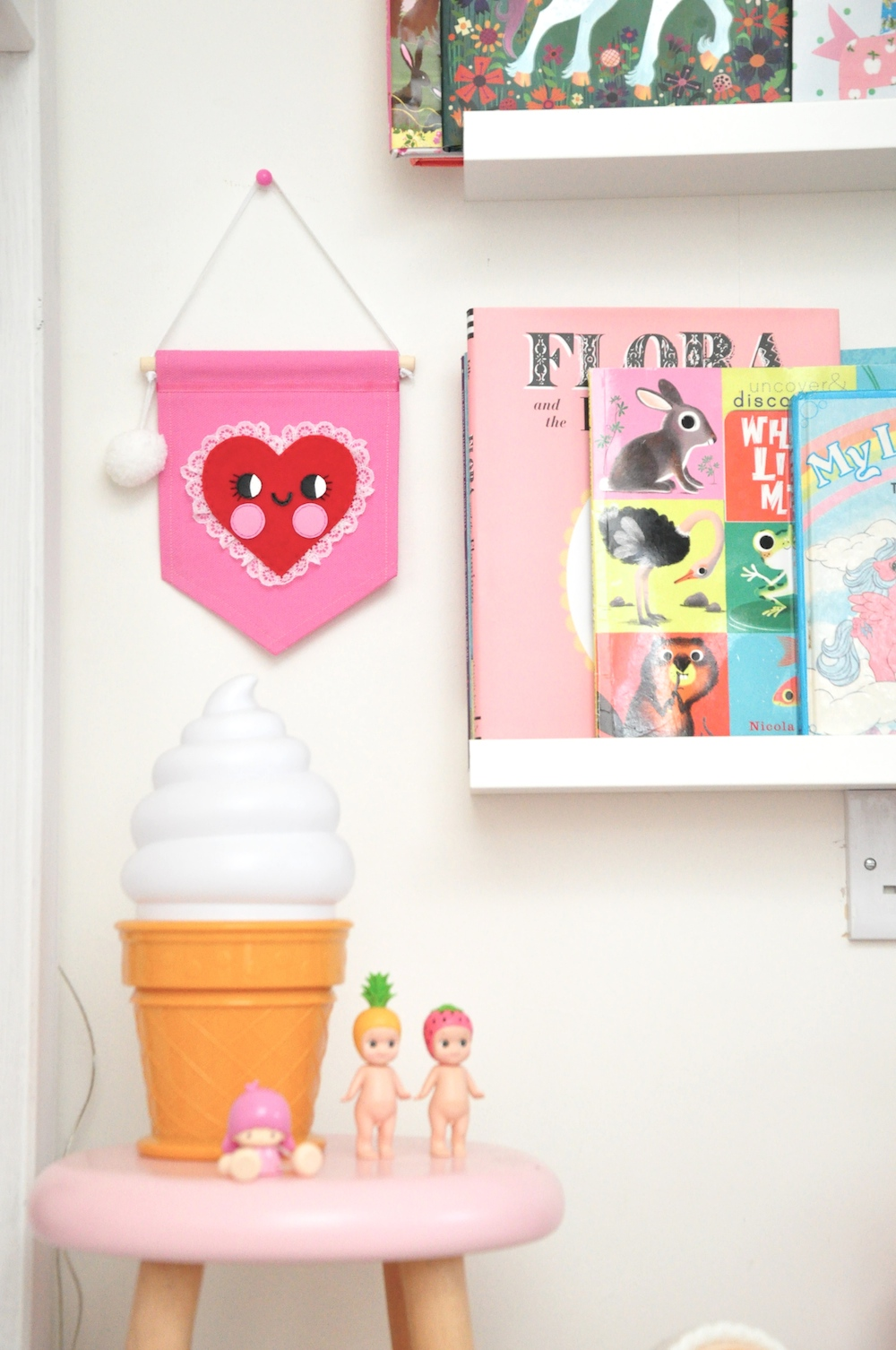 noodle_doll_nelly_banner_heart_ice_cream-lamp
