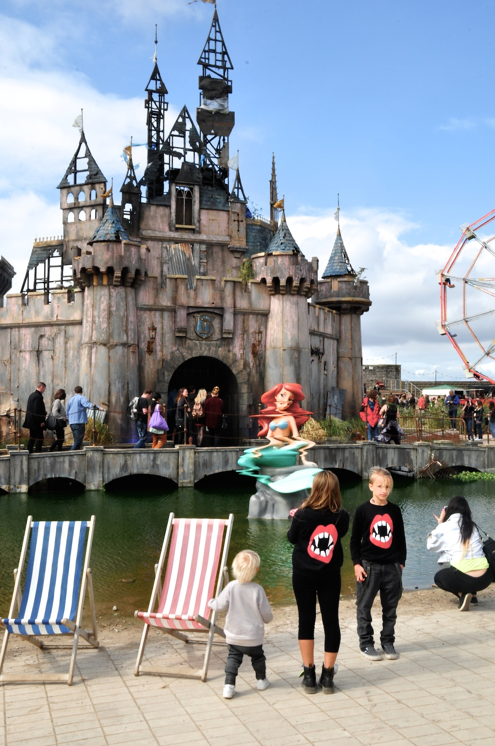 the_dark_Dismaland_banksy__beau_loves_monkey_mccoy