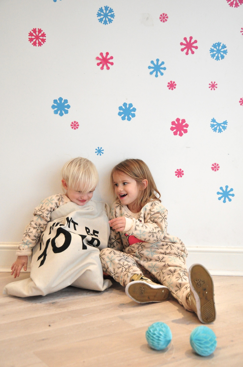 Gardner_and_the_gang_harrods_miniharrods_Christmas_tellkiddo_kidsen_28
