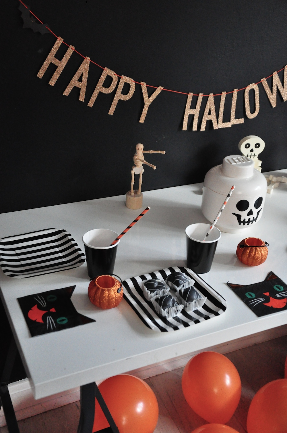 LittleLulubel_halloween_party_shop_table