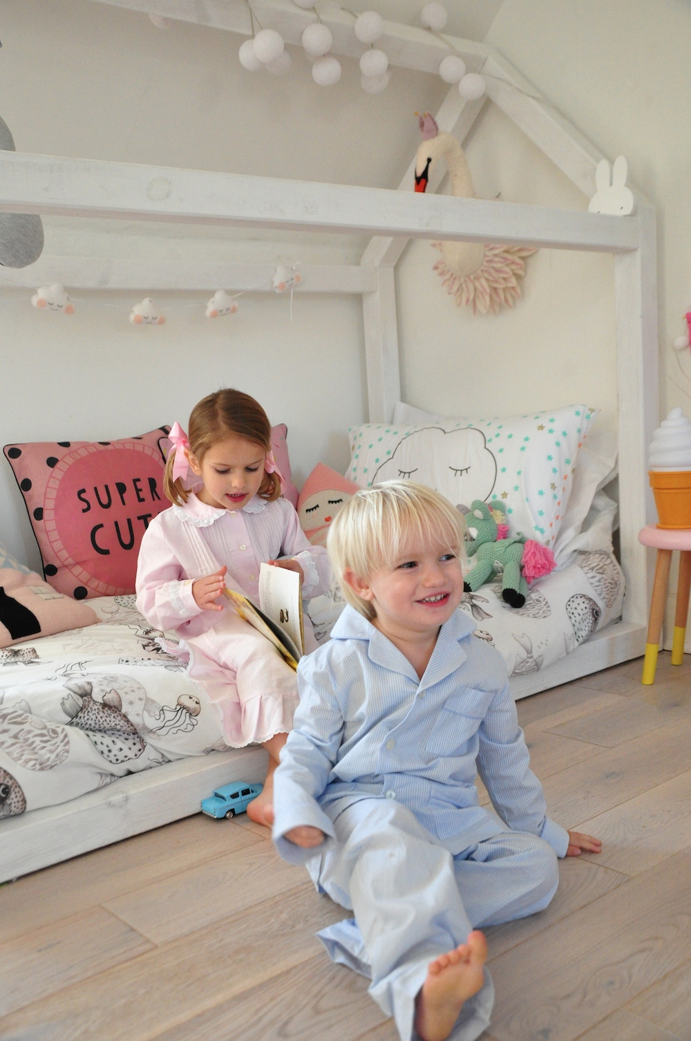 hhouse_bed_swan_My_little_shop_pyjamas