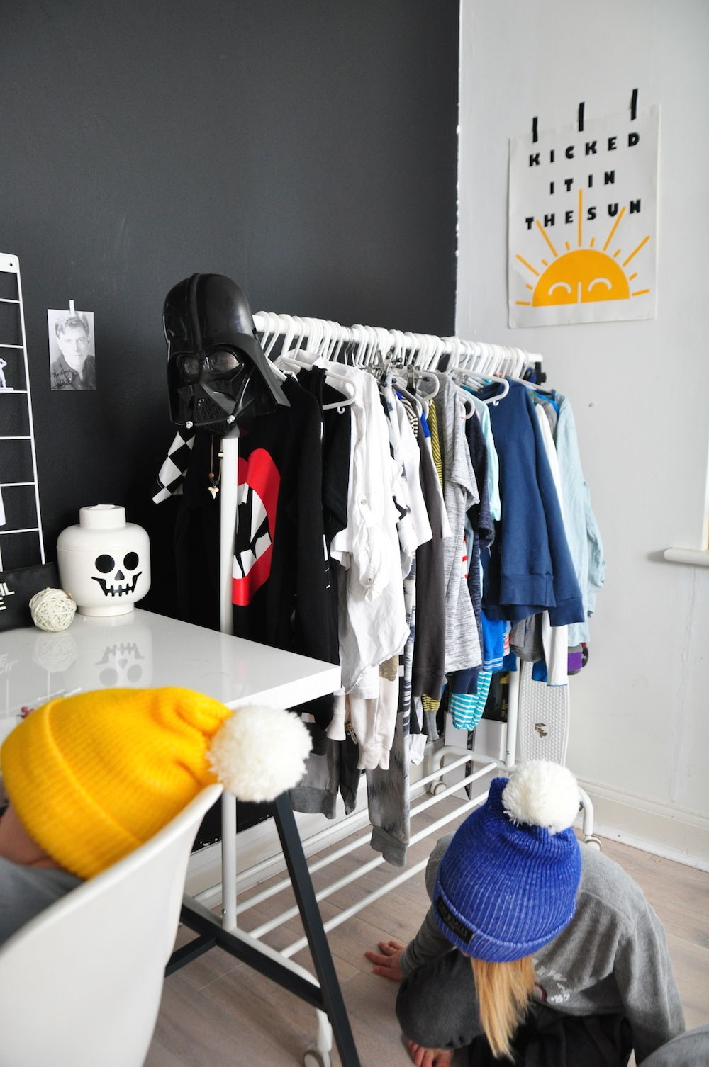 kids_room_clothes_rail