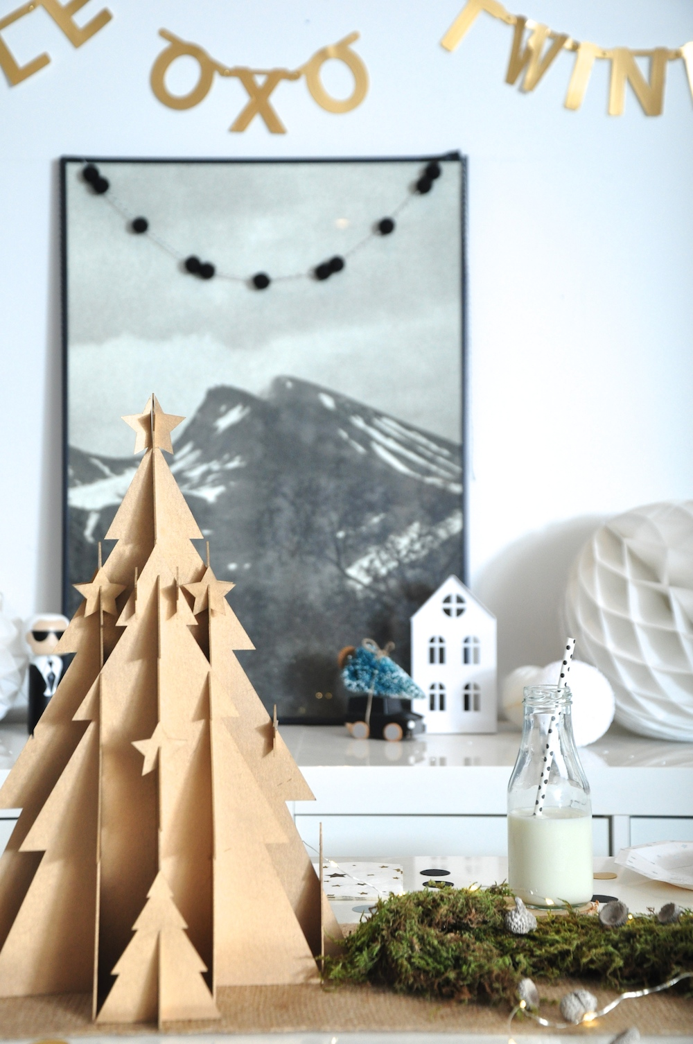 A_little_party_box_cardboard_christmas_tree