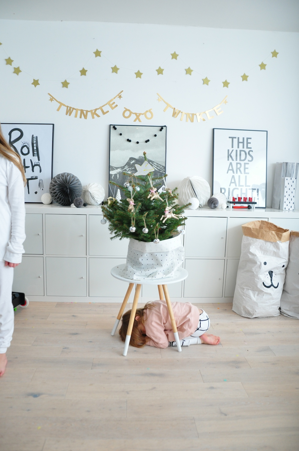 Chloe+Hugo_loves_tiki_christmas