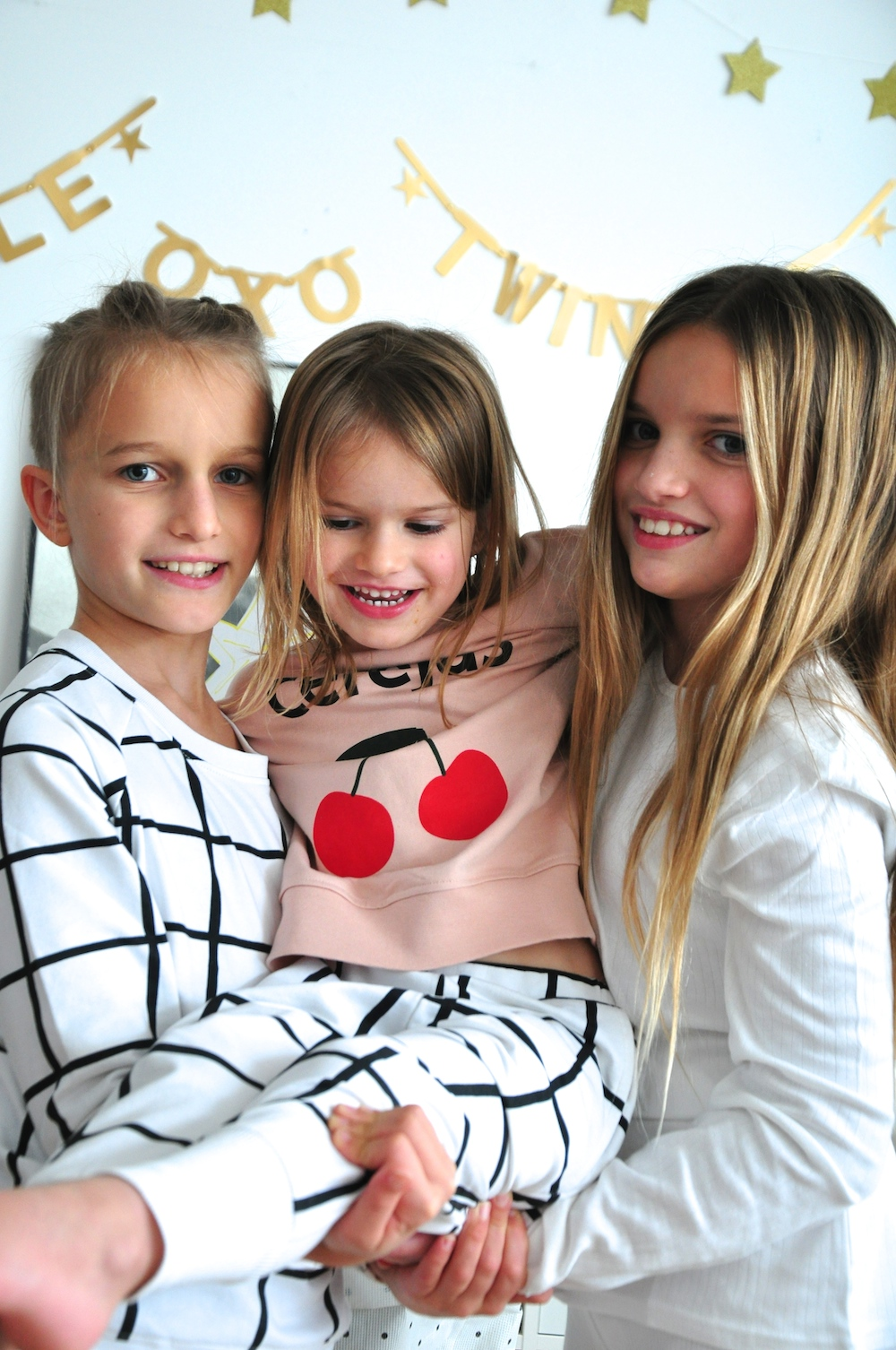 Hugo_loves_tiki_christmas_cherries