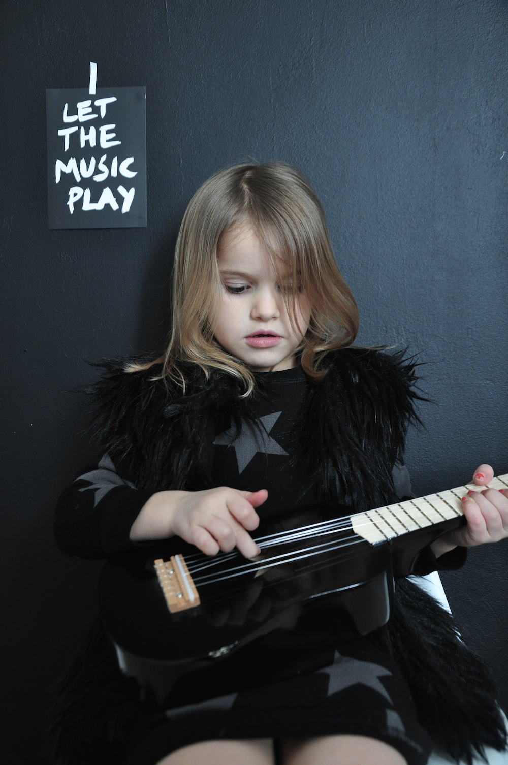 nununu_black_kids_guitar