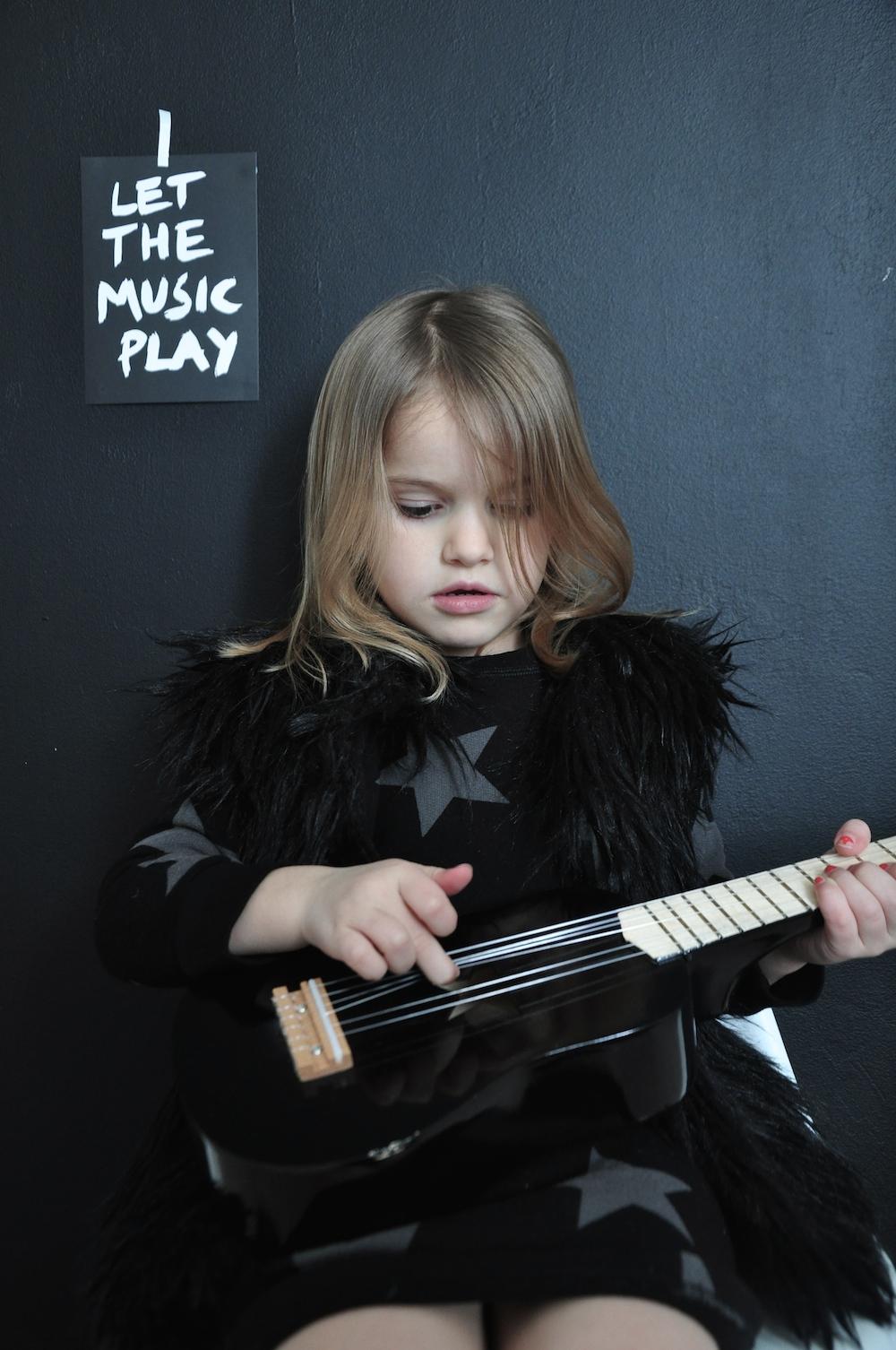 nununu_black_kids_guitar