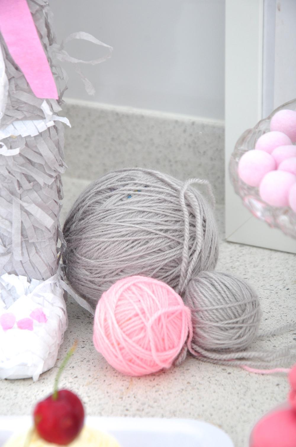 Cat_party__balls_wool