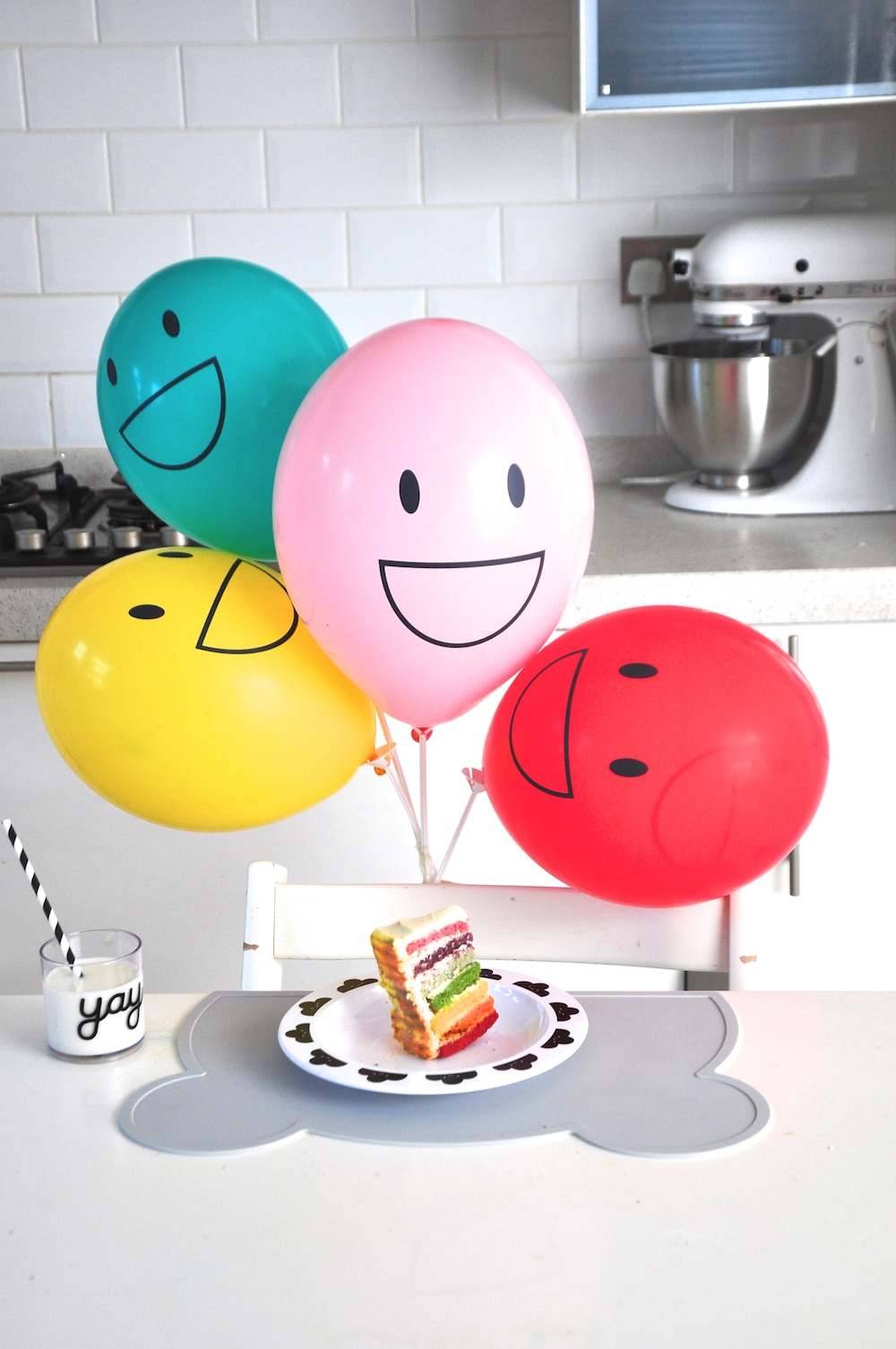 Little_lulubel_oh_happy_fry_placemat_balloons