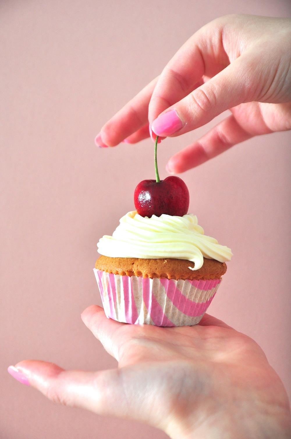 cherry_cupcake_birthday_party_cakes
