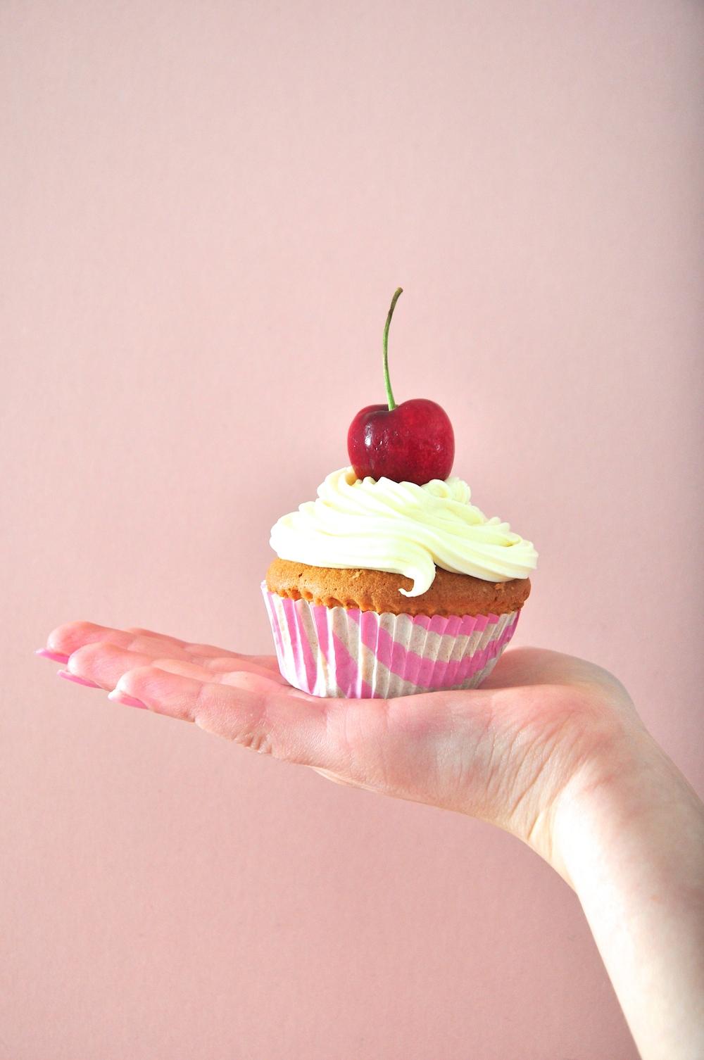 cherry_cupcakes_birthday_party_cake