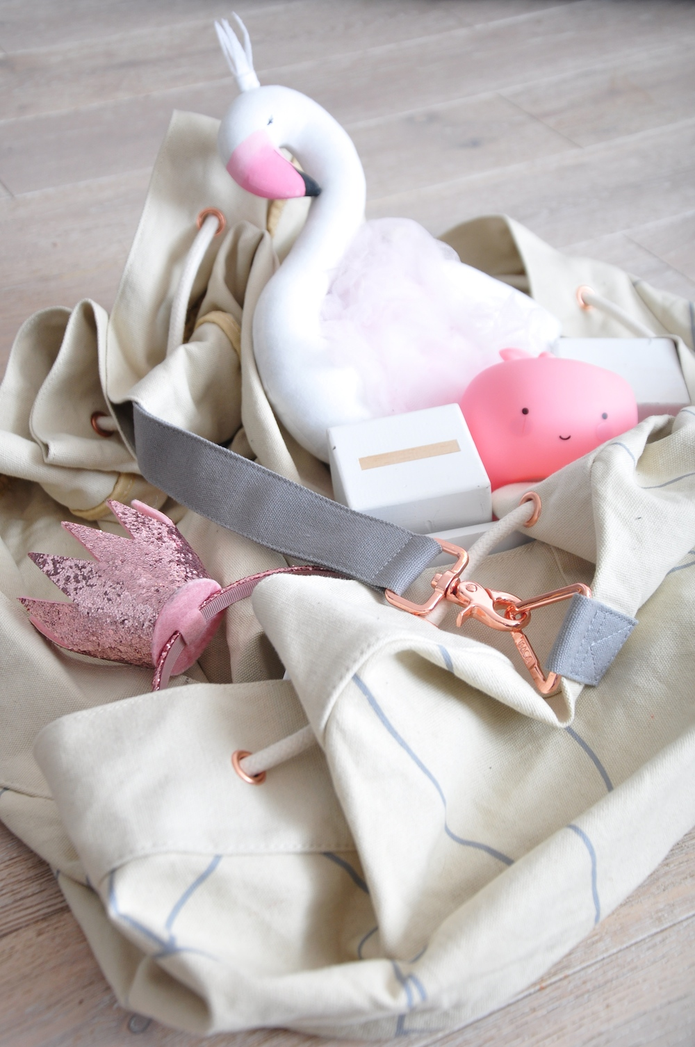 monkey_mccoy_flamingo_kaos_bag