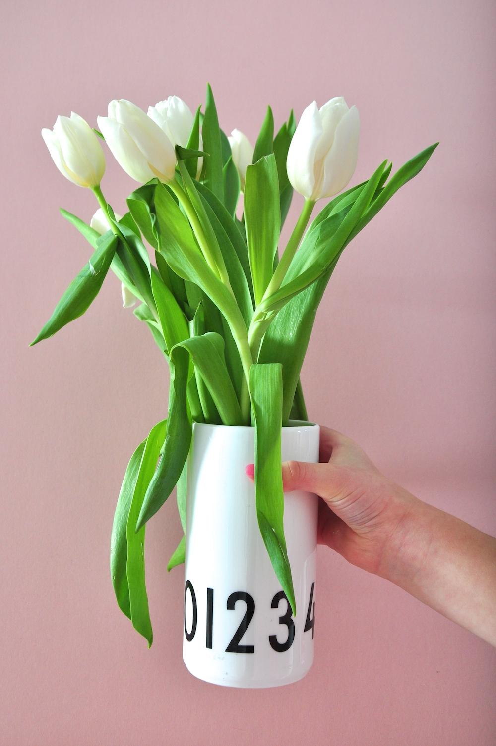 tulips_design_letters_vase
