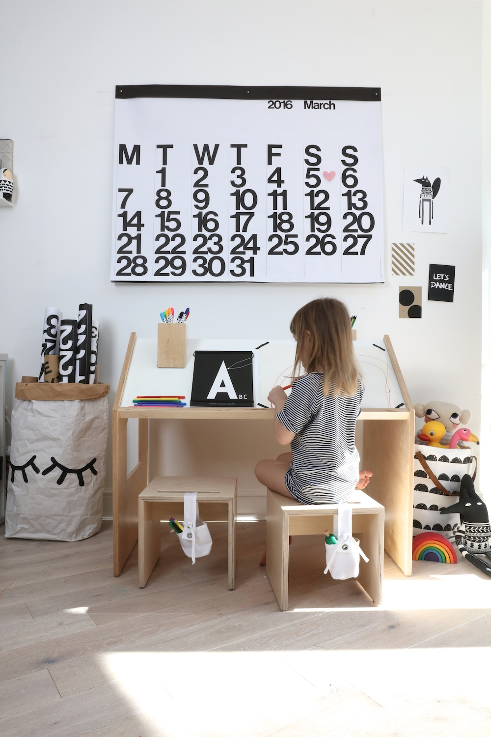 Kutikai-wooden_furniture_kids_desk_house