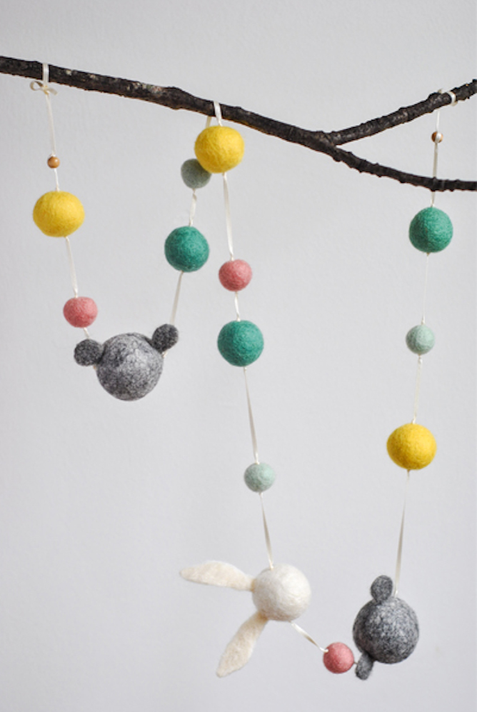 Rabbit_and_sons_garland