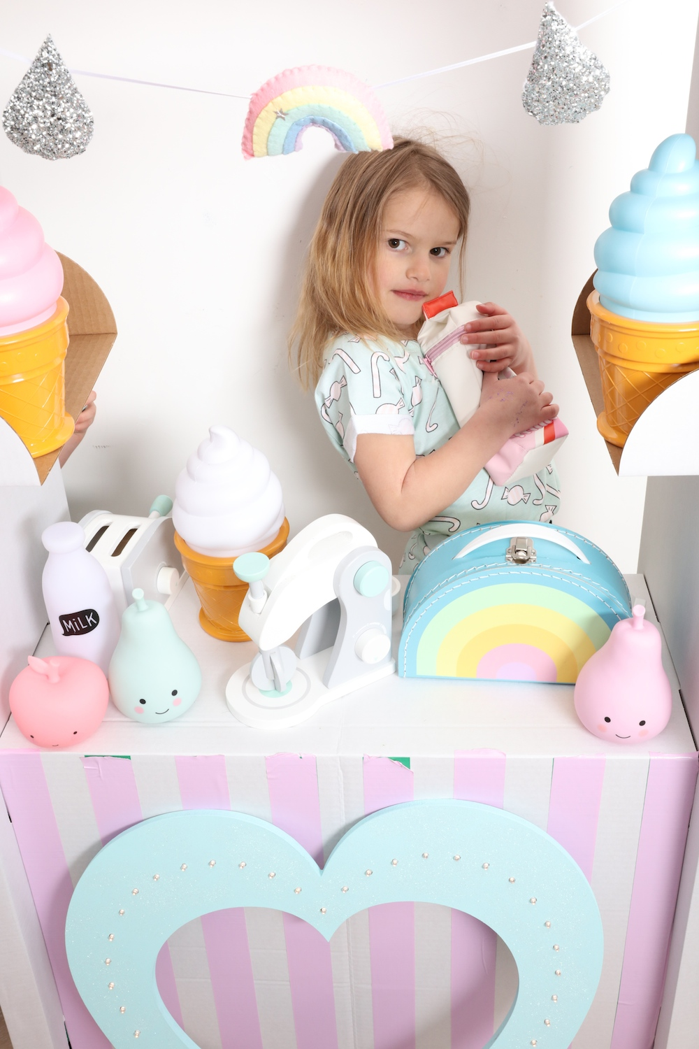 Ikea_shop_retro_kids_rainbow_case