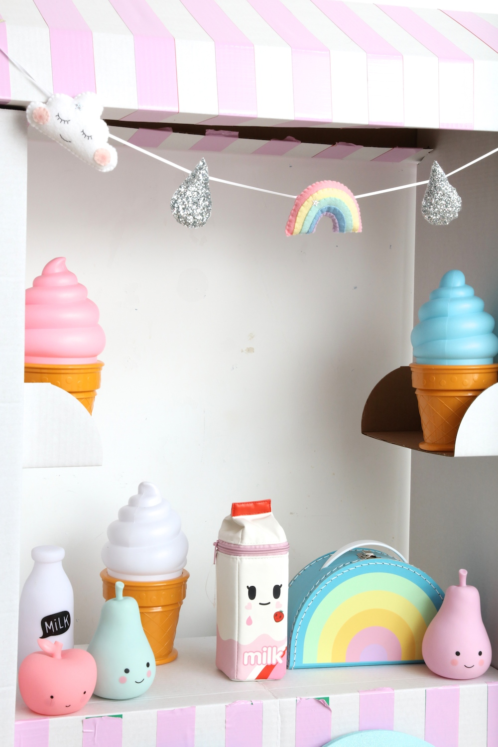 Kids_boetick_rainbow_case_ice_cream_lamps