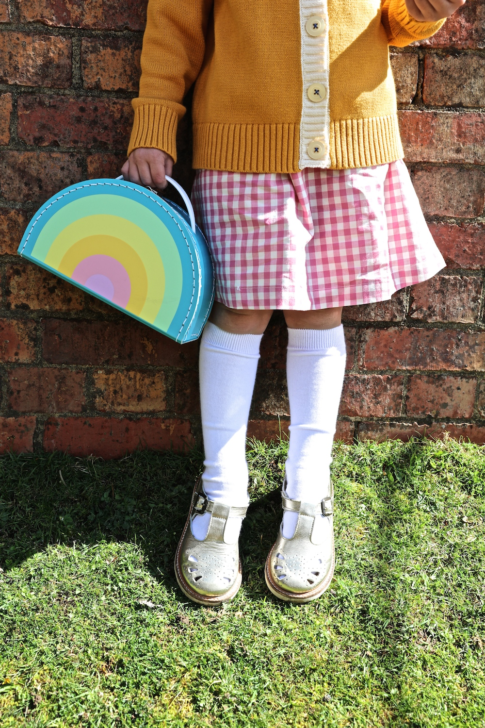 Young_soles_gold_shoes_kids_boetick_rainbow_case
