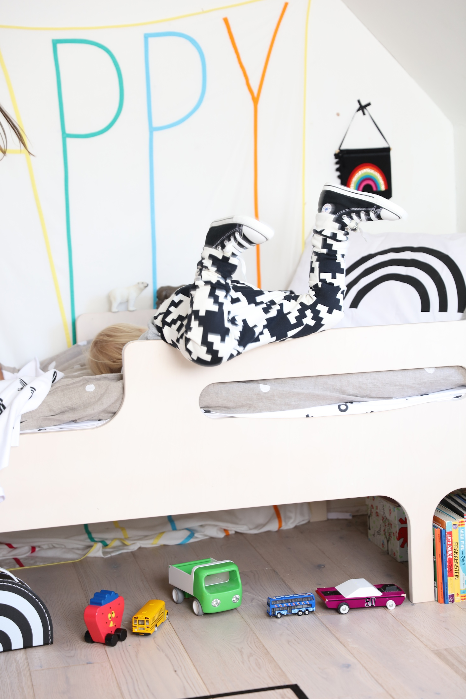 Little_man_happy_aw16_tainbow_kids_room