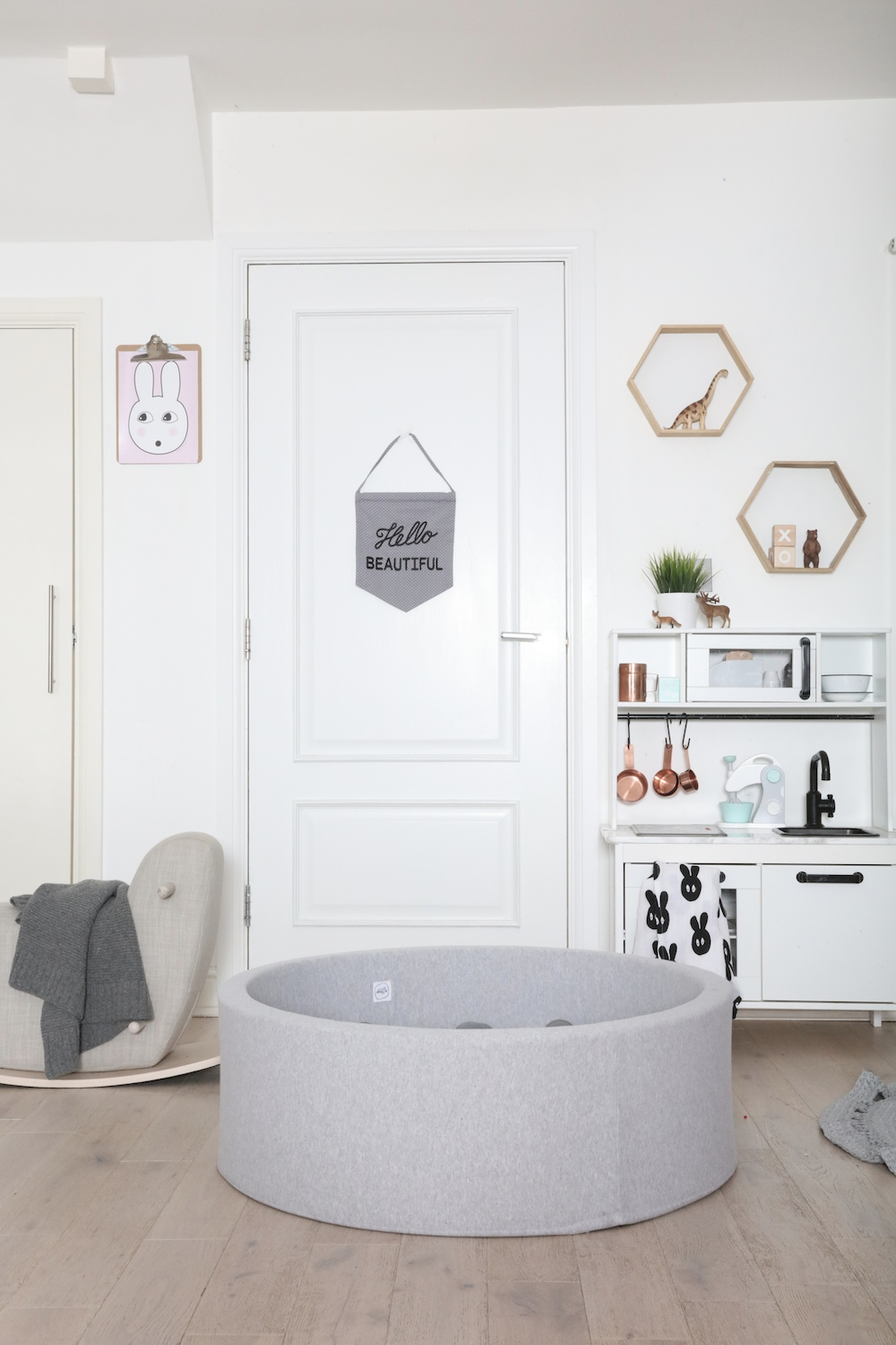grey_ball_it_the_modern_nursery