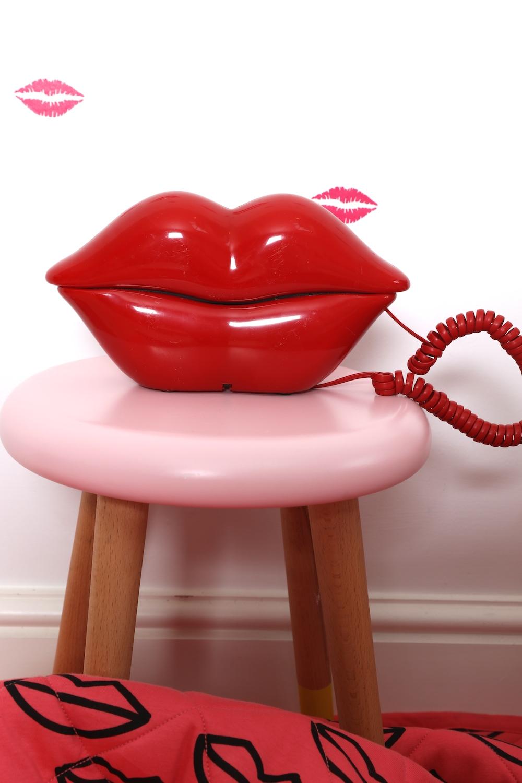 lips_phone