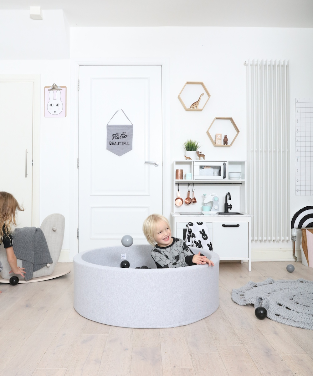 monochrome_ball_pit_the_modern_nursery